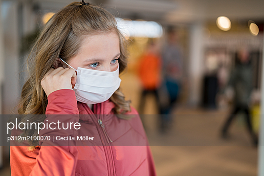 Girl wearing protective mask - p312m2190070 by Cecilia Möller