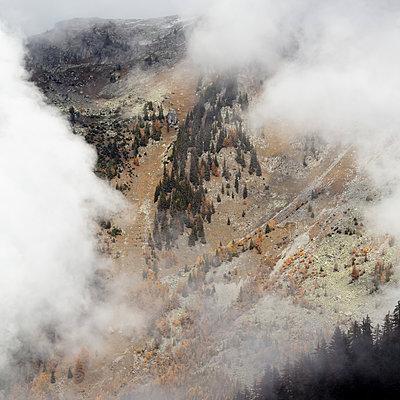 Frankreich, Nebel in den Alpen - p1138m2221906 von Stéphanie Foäche