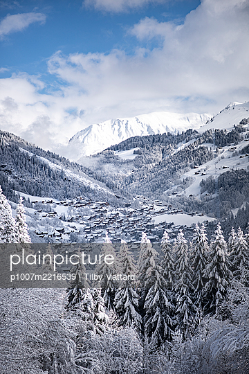 France, Le Grand Bornand, View of a village in a snowy valley - p1007m2216539 by Tilby Vattard