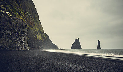 Reynisdrangarin Iceland - p1084m986825 by Operation XZ