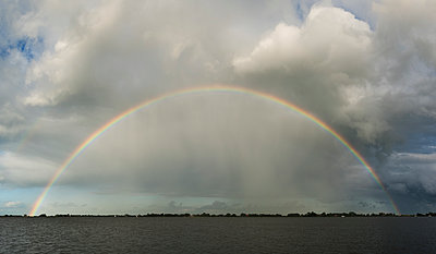 rainbow friesland - p1132m1486462 by Mischa Keijser