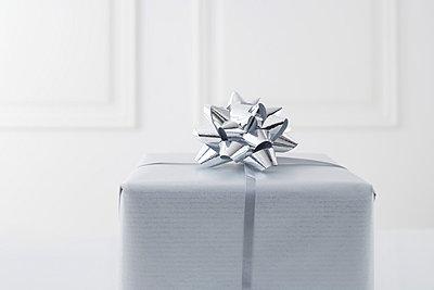 Christmas Present - p4640340 by Elektrons 08