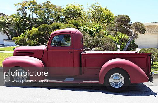 Old red truck - p0452869 by Jasmin Sander