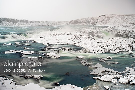 Iceland, South Iceland, Urridafoss waterfall in winter - p300m2132552 by A. Tamboly
