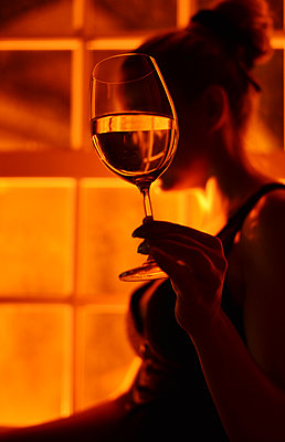 Woman holding glass of wine - p1695m2290943 by Dusica Paripovic
