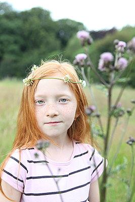 Little girl on a meadow - p045m944663 by Jasmin Sander