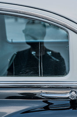 Reflection of man on car window - p971m1463258 by Reilika Landen