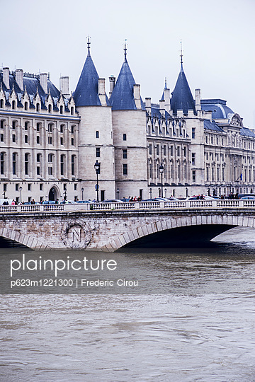 France, Paris, the Seine River at Pont au Change during a period of flooding - p623m1221300 by Frederic Cirou