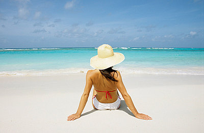 Beach - p0450684 by Jasmin Sander