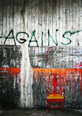 Against - p9791842 von Bilderbergwerk