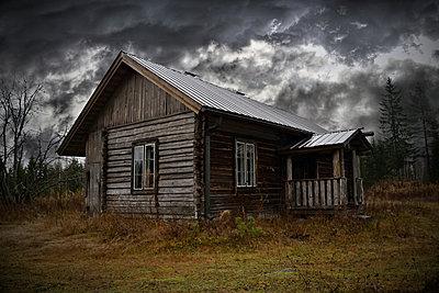 Abandoned house - p1235m2044533 by Karoliina Norontaus