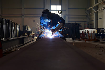 Welder at work in factory - p300m1581081 by lyzs