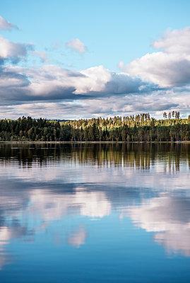 Sweden, Dalarna, Svardsjo, Clouds reflecting in lake - p352m1126423f by Daniel Högberg