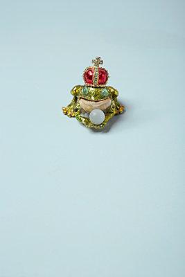 Frog King - p454m1091469 by Lubitz + Dorner