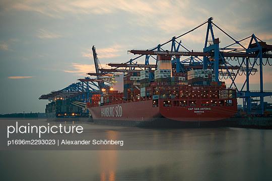 Eurogate - p1696m2293023 by Alexander Schönberg