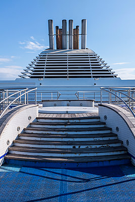 Schiffsdeck mit Treppe - p280m1111714 von victor s. brigola