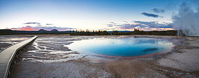 USA, Wyoming, Yellowstone National Park, Grand Prismatic Spring - p300m1449602 by Maria Elena Pueyo Ruiz