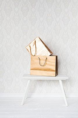 Luxury shopping - p454m1143715 by Lubitz + Dorner