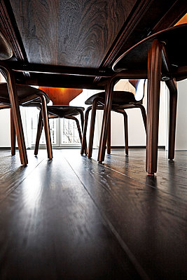 Under the table - p851m955129 by Lohfink