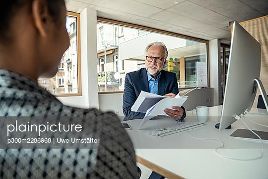 deutschland,mannheim,office,people,business - p300m2286968 von Uwe Umstätter