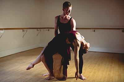 Ballet partners practicing ballet dance - p1315m1198795 by Wavebreak