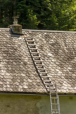 Roofing in Lauze - p813m1465105 by B.Jaubert