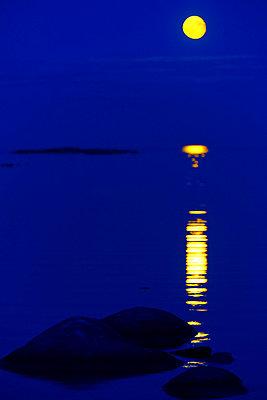 Full moon - p847m743117 by Jan Håkan Dahlström
