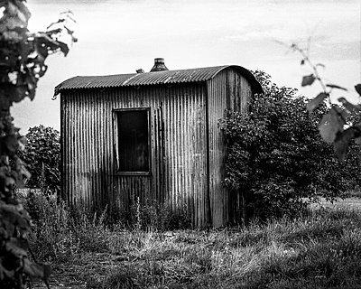 Hut of corrugated iron - p1088m937966 by Martin Benner