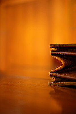 Leather briefcase on a table - p1228m1058137 by Benjamin Harte
