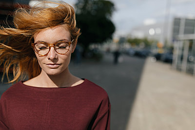 Portrait of young woman with glasses and closed eyes - p300m2103154 by Gustafsson