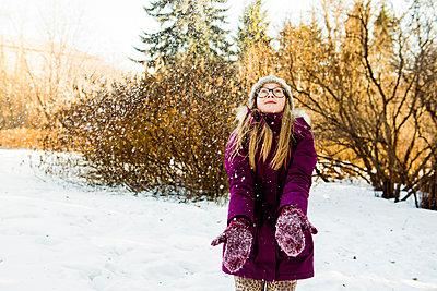 Caucasian girl looking up in snowy field - p555m1413187 by Aleksander Rubtsov