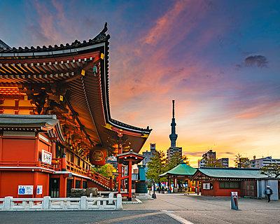 Senso-Ji temple, Asakusa, Tokyo, Kanto region, Japan. - p651m2062123 by Marco Bottigelli