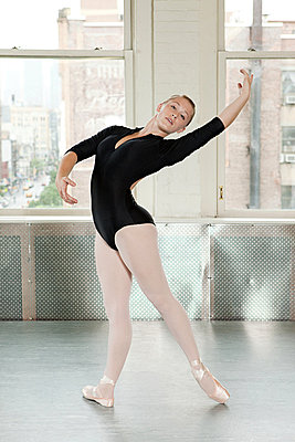 Ballerina in pose - p9245518f by Image Source