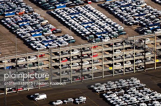 Autoterminal in Bremerhaven - p1016m1137515 von Jochen Knobloch