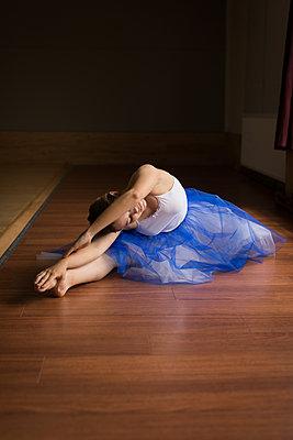 Ballerina practicing on wooden floor - p1315m2017841 by Wavebreak