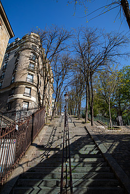 Empty outside stairs in Montmartre area - p940m2179781 by Bénédite Topuz
