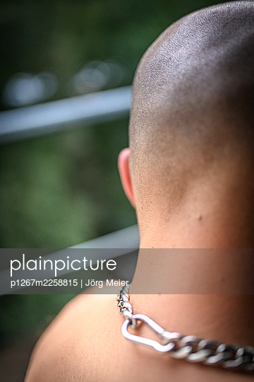 Back of head of bald man - p1267m2258815 by Jörg Meier