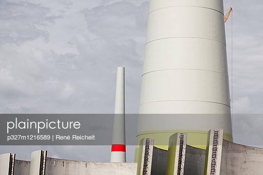 Windräder im Bau - p327m1216589 von René Reichelt
