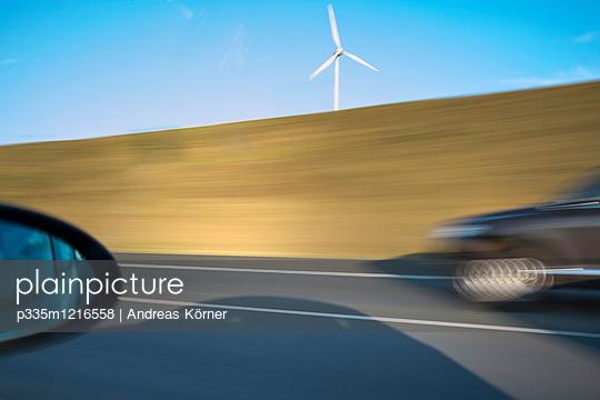 Auf der Autobahn unterwegs - p335m1216558 von Andreas Körner