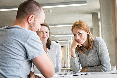 Studierende in einem Workshop - p1284m1452144 von Ritzmann