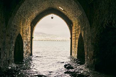 Historische Schiffswerft im Hafen von Alanya - p1332m1562130 von Tamboly
