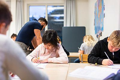 Children sitting in classroom - p312m2174480 by Scandinav