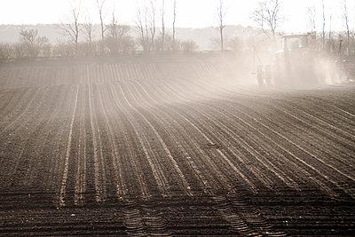 Bodenbearbeitung - p754m1193430 von Valea Diller-El Khazrajy