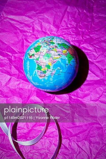 Globe - p1149m2021116 by Yvonne Röder
