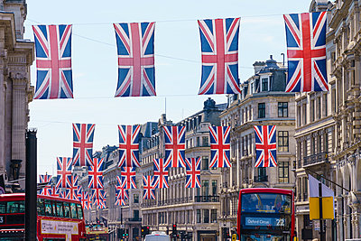 Union flags flying in Regent Street, London, W1, England, United Kingdom - p871m2019862 by Fraser Hall