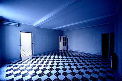 Blauer Raum - p829m918993 von Régis Domergue