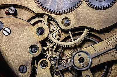 Old pocket watch machine with gears - p1315m1199686 by Wavebreak