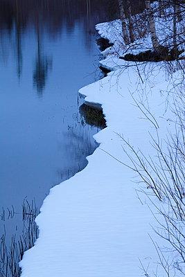 Winterlicher See - p235m885625 von KuS