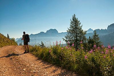 Wandern in den Dolomiten - p470m1190159 von Ingrid Michel