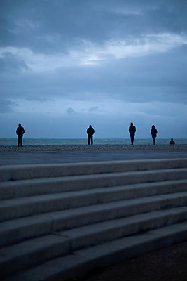 People observing the sea - p1028m2133705 by Jean Marmeisse